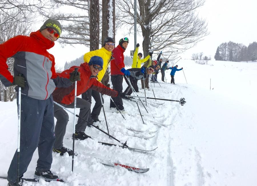 スキーをする写真